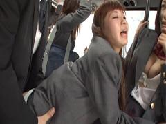 満員のバスでJKと…