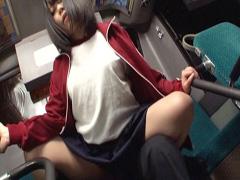 バスでハメて中出し♪